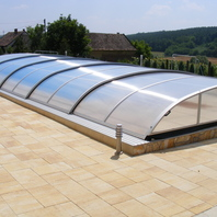 Swimmingpool with low Polycarbonate Coverage